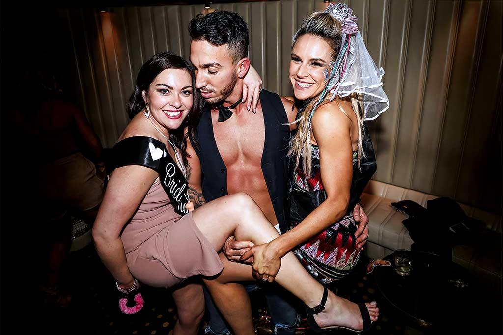 Melbourne-topless-waiter